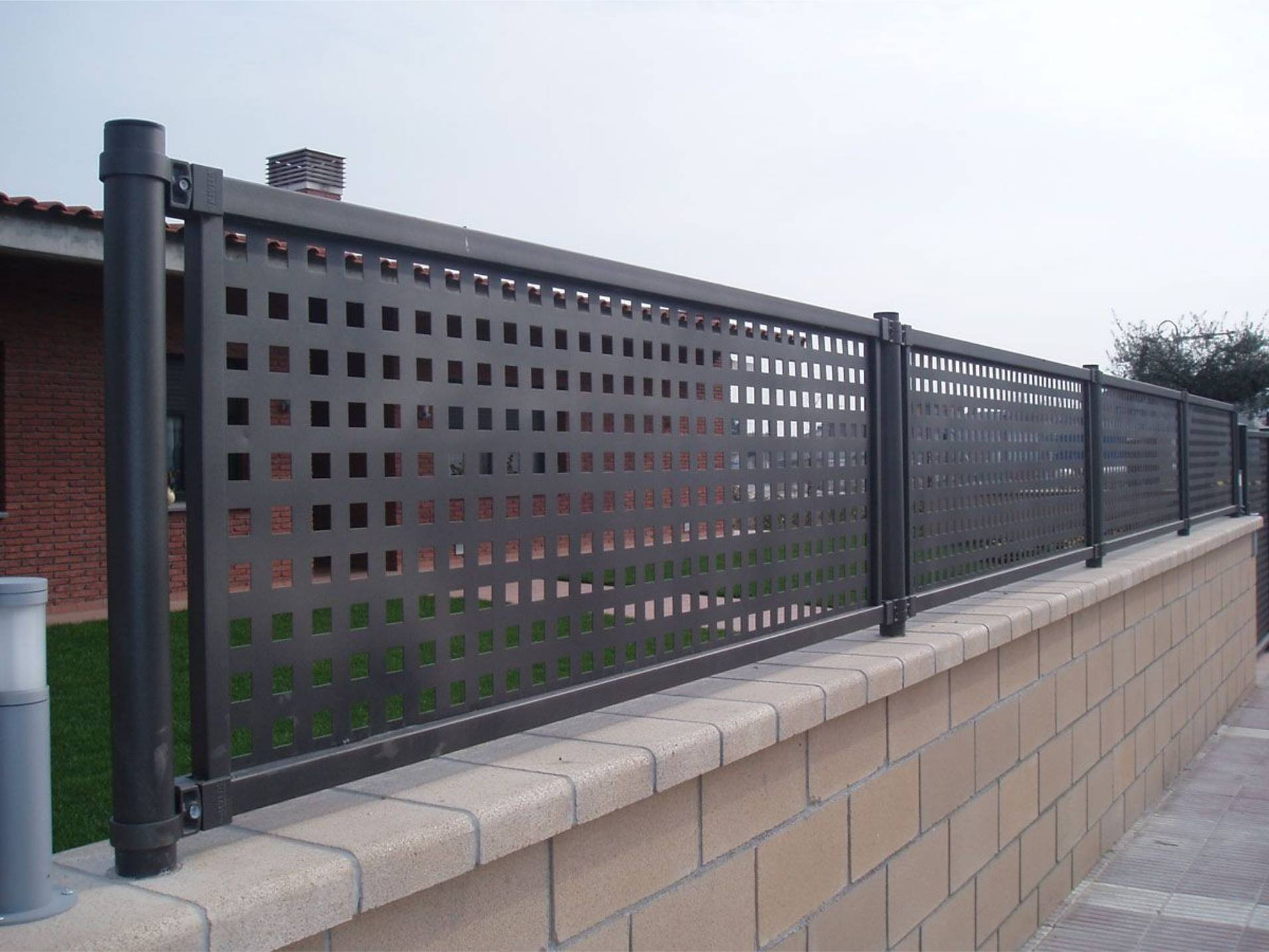 BuildDirect Africa Laser Cut fence